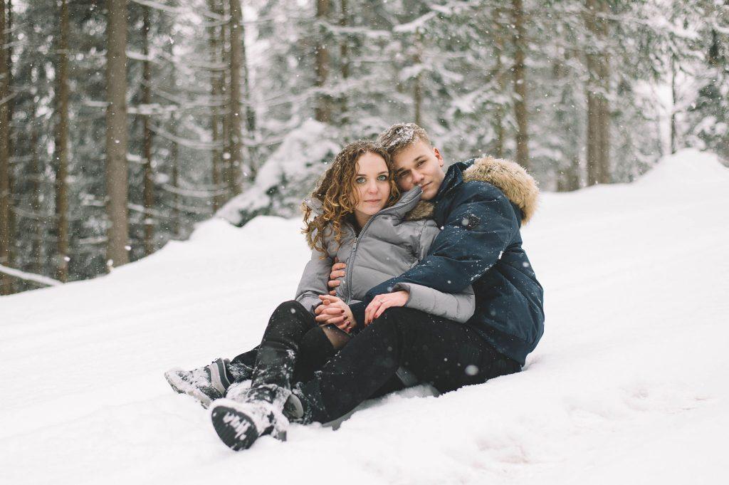 1_sesja narzeczeńska w Szczyrku zimą (3)